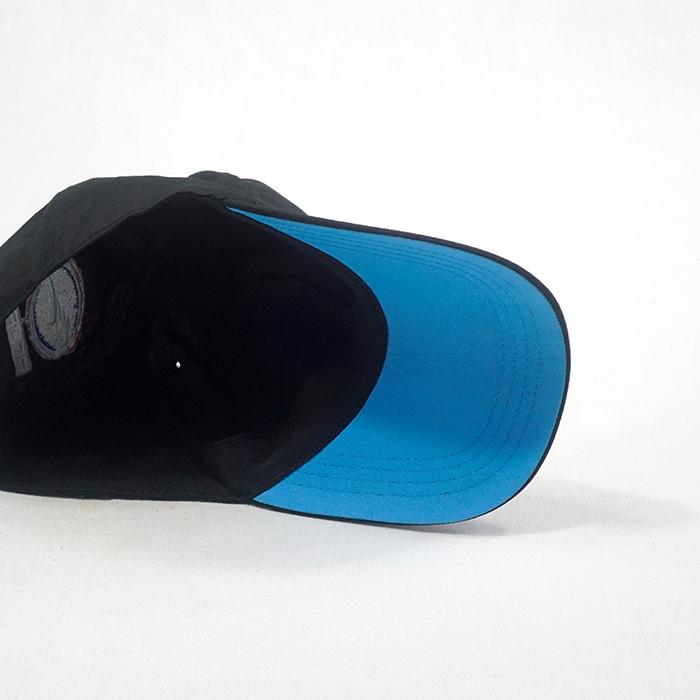 หมวกแก๊ปสีดำ