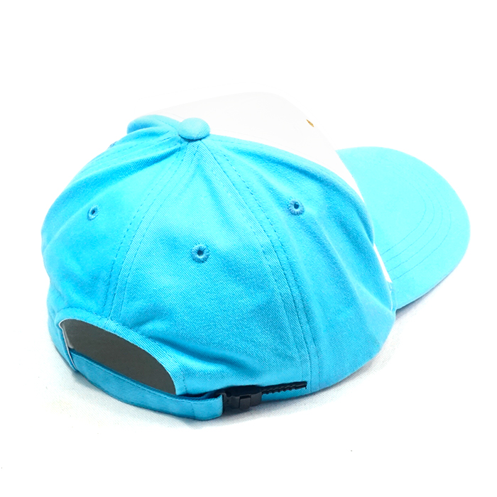 หลังหมวกแก๊ปสีฟ้า