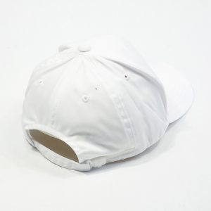 หมวกแบรนด์สีขาวล้วน