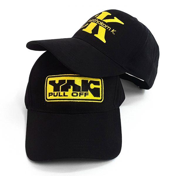 หมวกแก๊ปสีดำล้วน โลโก้สีเหลืองทอง